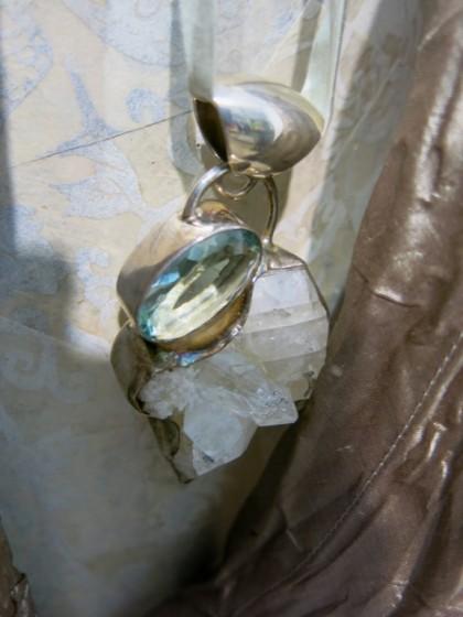 Bergkristall und Obsidian an Seidenband 249.-
