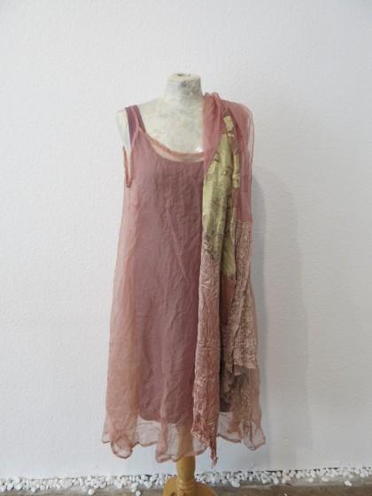 """Unterkleid """" Nuovo """" aus Viskosejersey geppart mit einem Seidenkleid """" Seufzer """" aus Seidenorganza"""
